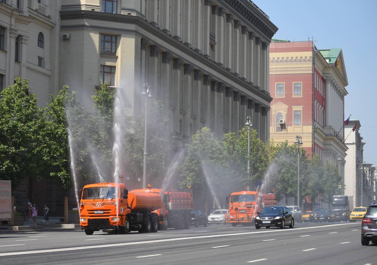 Столичные дороги отмоют от загрязнений перед холодами