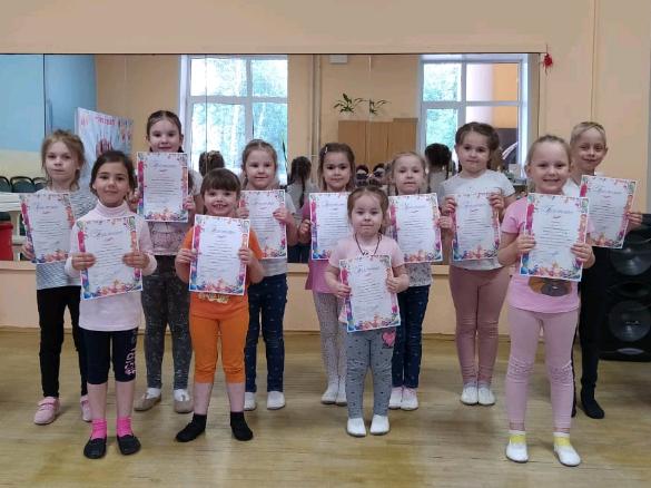 Окончание учебного года отпраздновали участники творческой группы театра песни Дворца культуры Щербинки