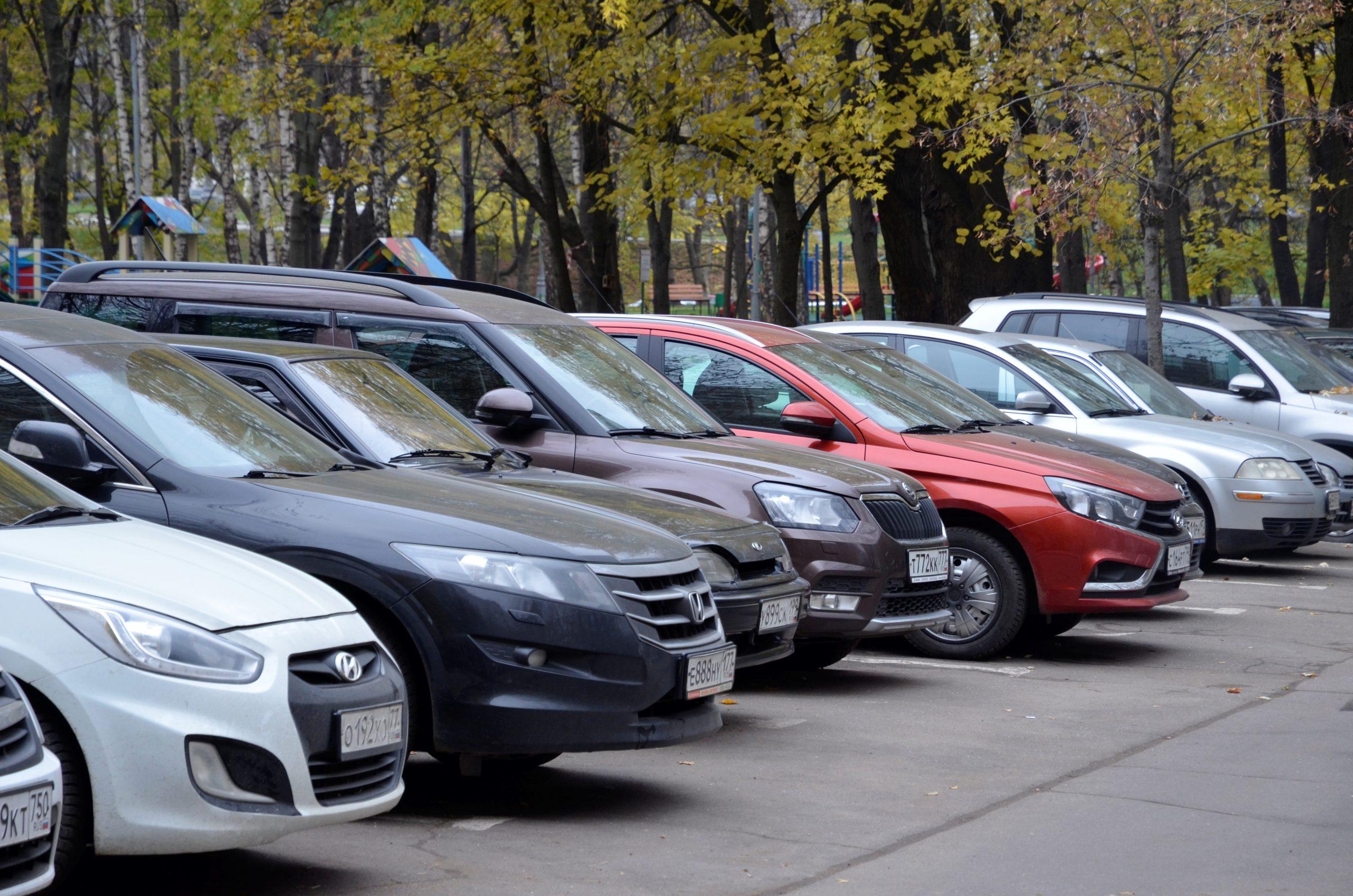 Работы по выявлению брошенного транспорта продолжили в Михайлово-Ярцевском