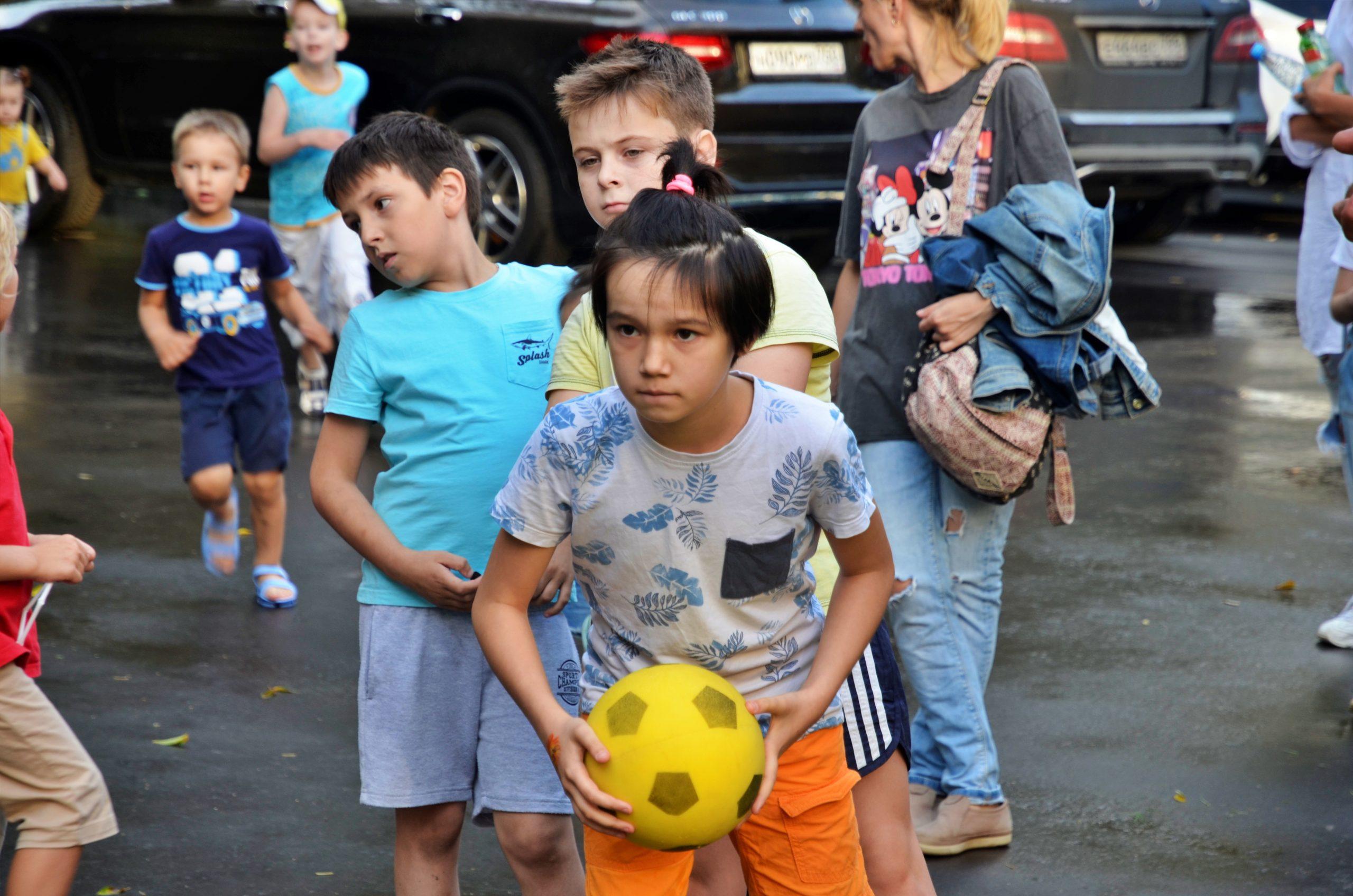 Мероприятие «Дворовые игры» состоялось в Культурном центре «Ватутинки» поселения Десеновское