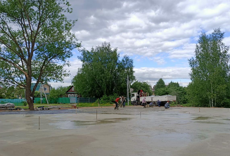 Первый этап строительства многофункциональной спортивной площадки завершили в Краснопахорском