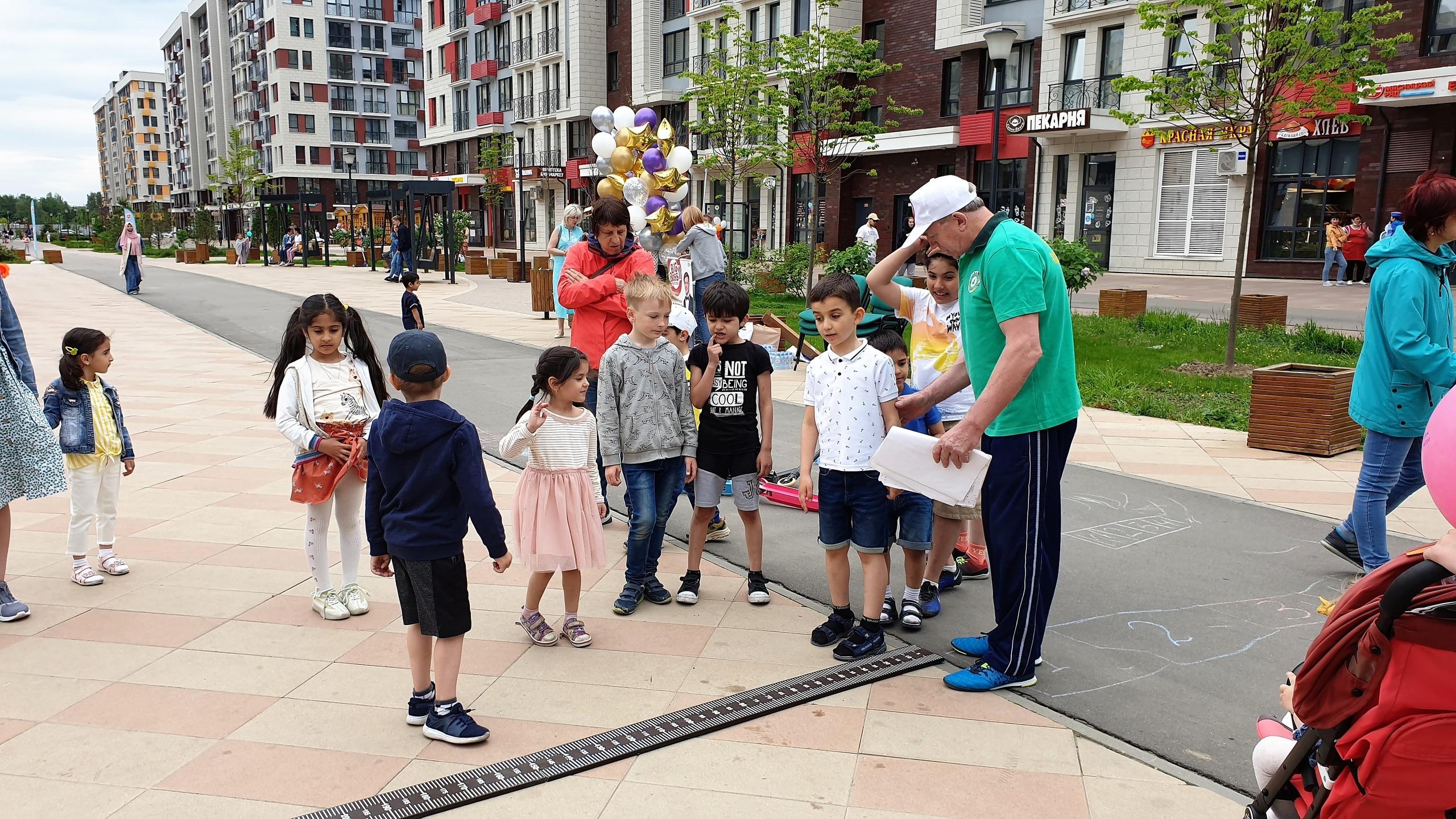 Спортивный праздник провели сотрудники Сосенского центра спорта