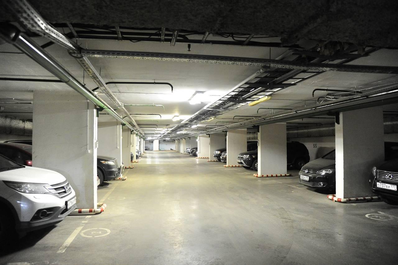 Москвичи выкупили у города почти 500 машино-мест за полгода