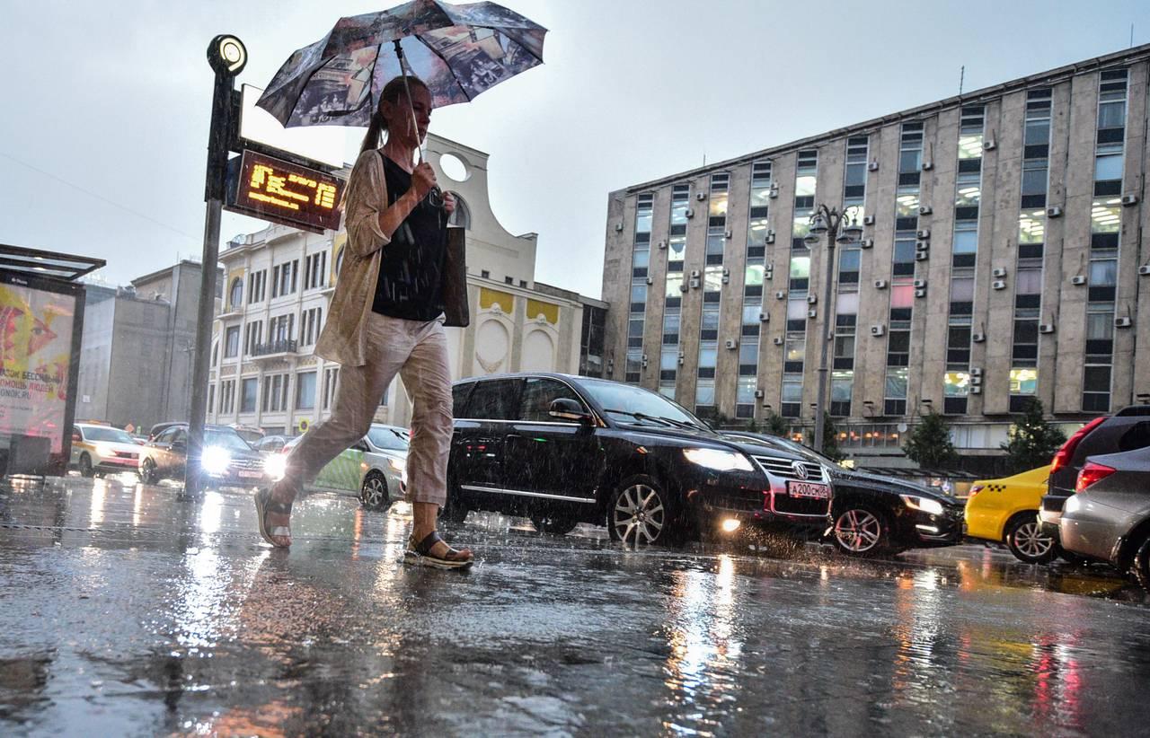 Синоптики пообещали москвичам дожди с грозой