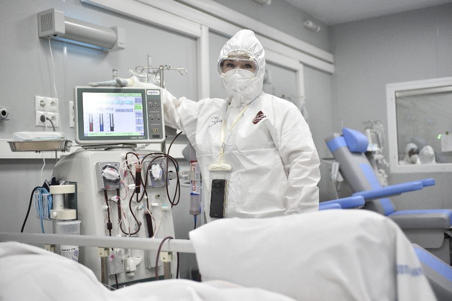 За последние сутки в РФ зарегистрировали 23 тысячи 704 новых случая заболевших COVID–19
