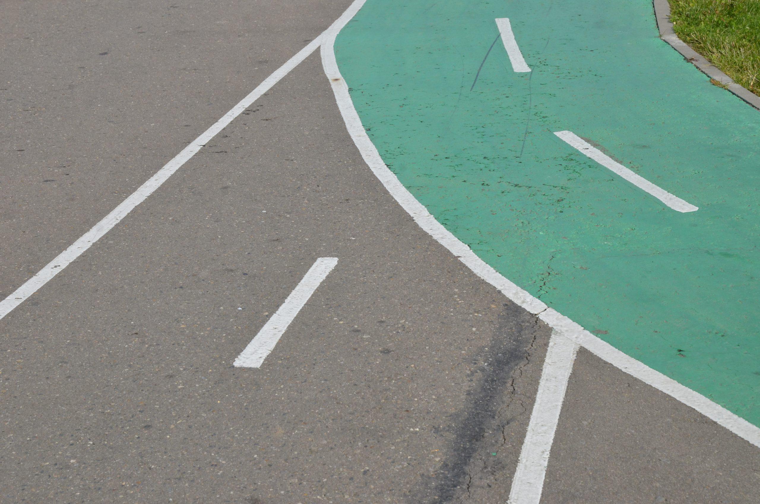 Специалисты приступили к асфальтированию основания детской спортивной площадки в Кленовском