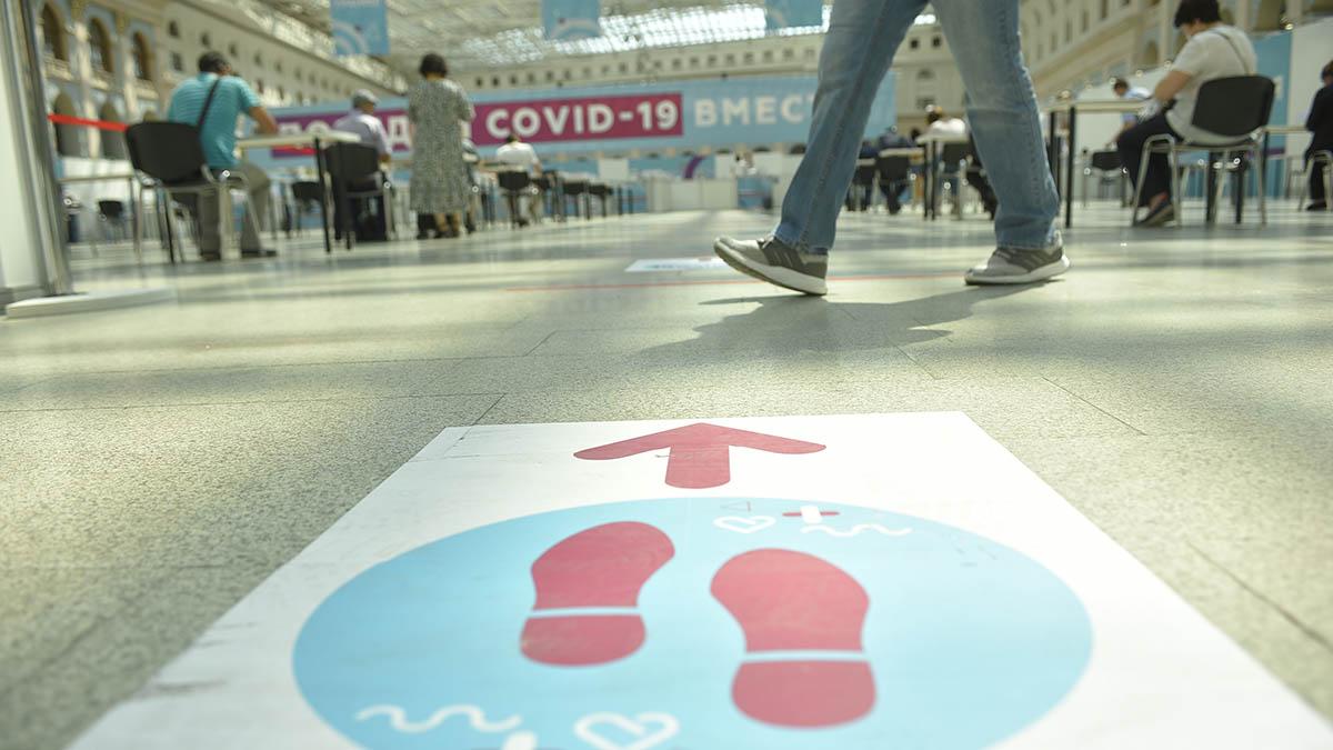 Уже 77 процентов сотрудников органов власти Москвы прошли вакцинацию от коронавируса