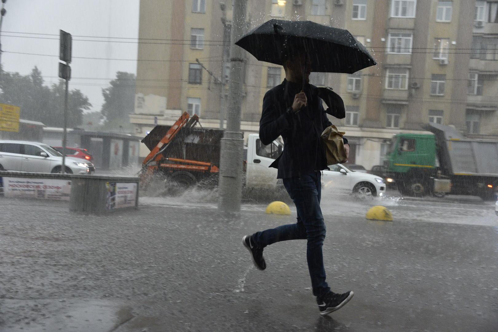 Москвичей в субботу ожидают переменная облачность и ливни с грозой