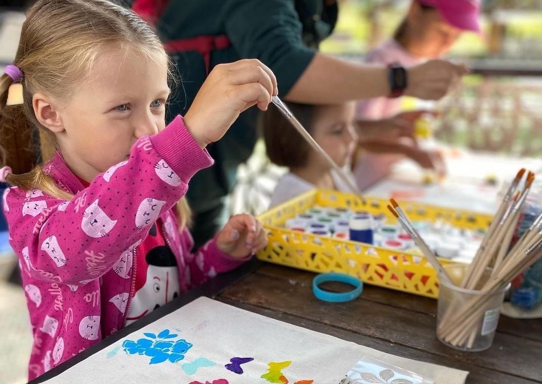 Молодые парламентарии Внуковского провели мастер-класс по росписи экосумок для детей