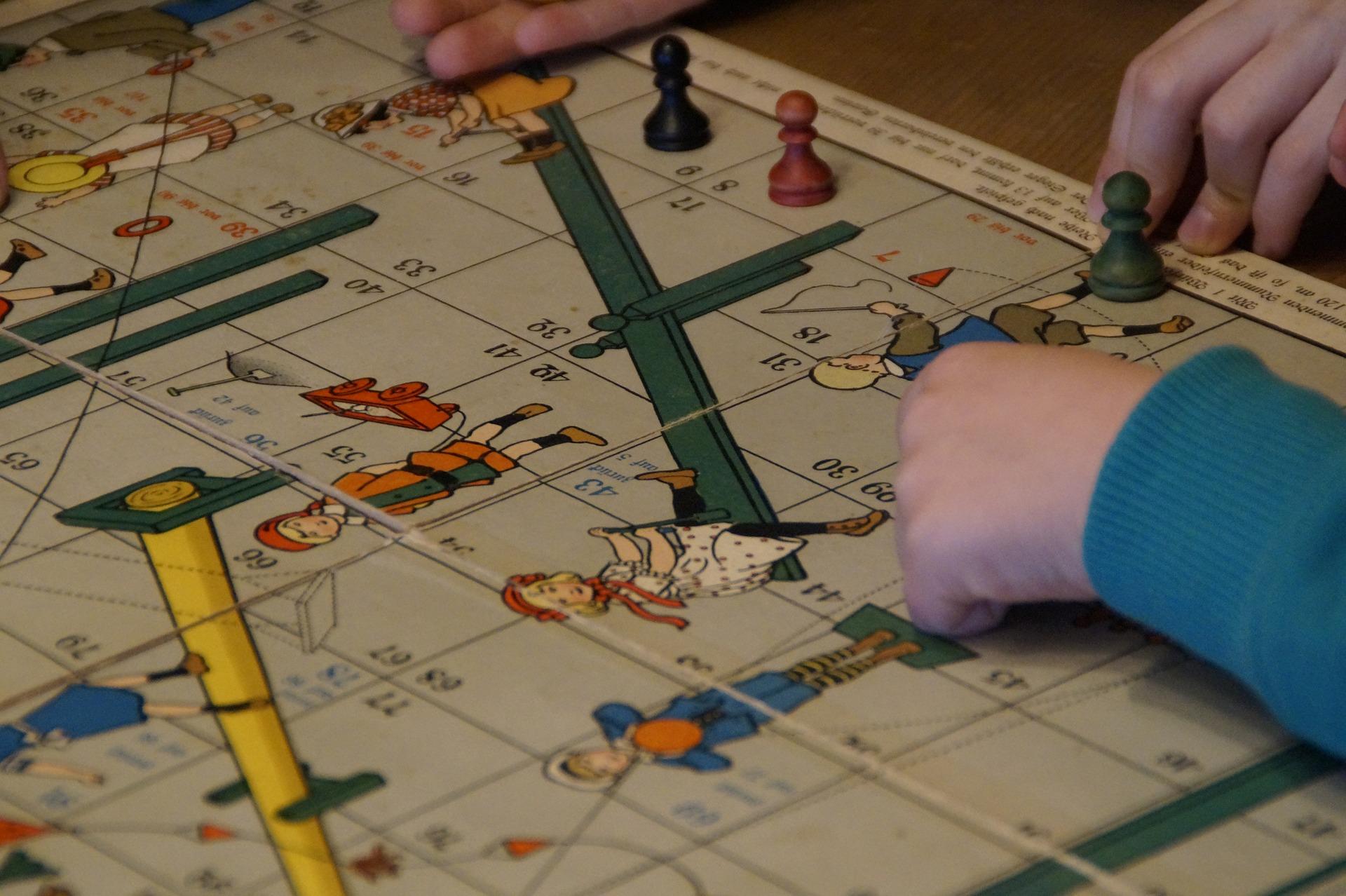 Серию мастер-классов по созданию собственной настольной игры запустили в Марушкинском