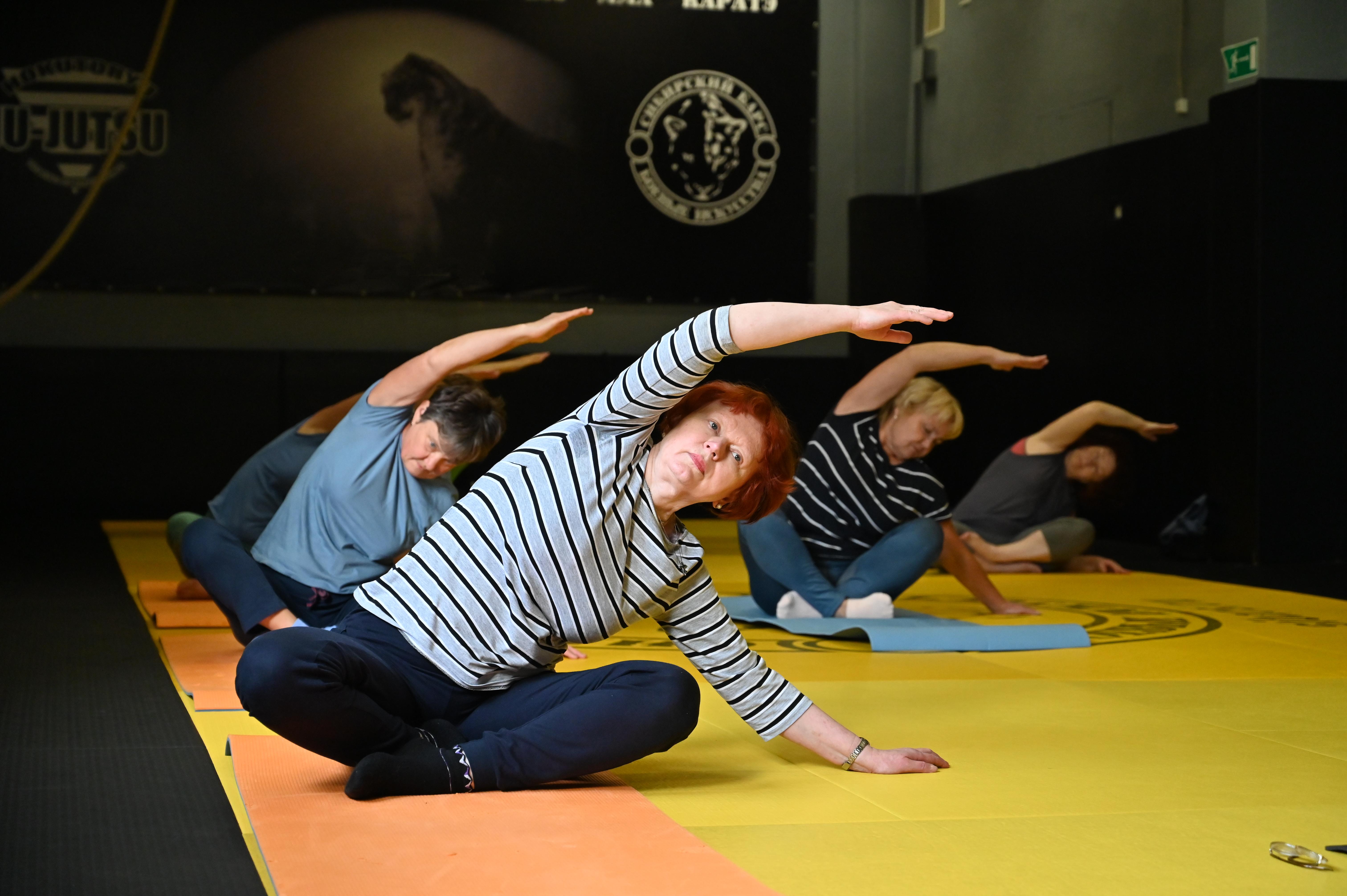 Онлайн-занятие по йоге провели сотрудники «Московского долголетия»