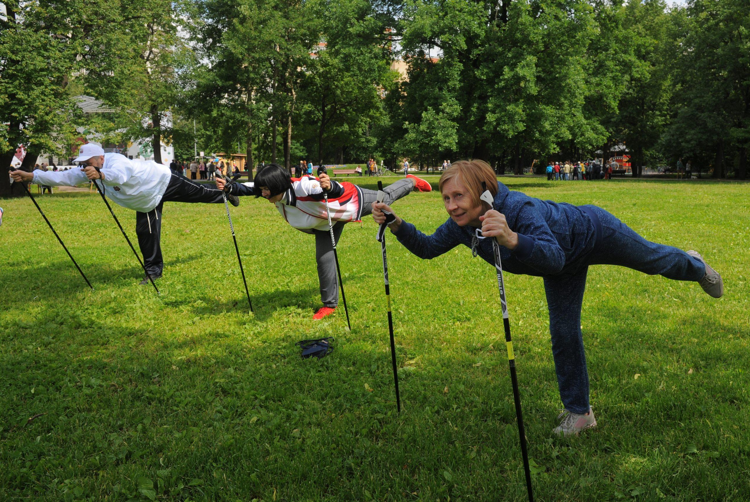 Очередную тренировку по скандинавской ходьбе провели в поселении Роговское