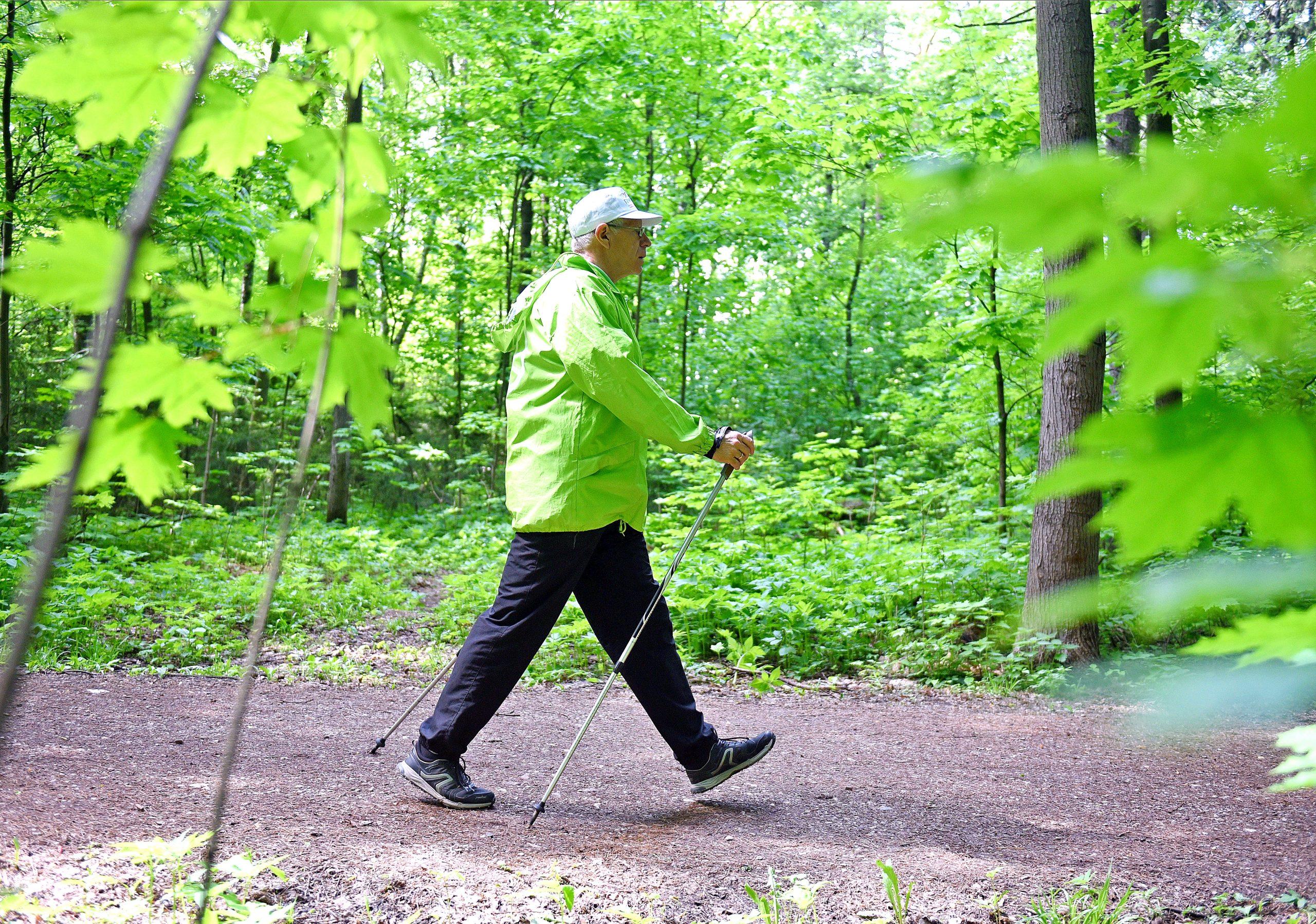 Тренировку по скандинавской ходьбе провели в поселении Роговское