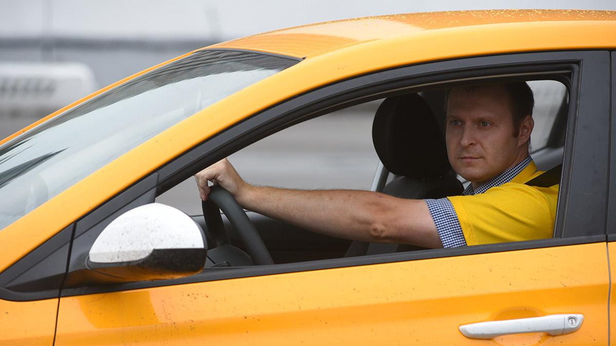 Режим труда и отдыха таксистов начали отслеживать в Москве