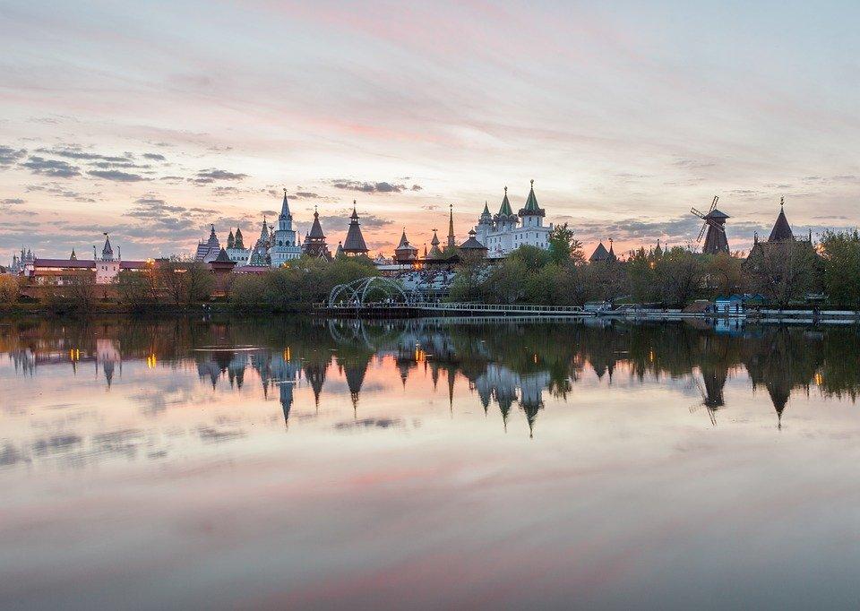 Москвичи смогут выбрать парки для вечерних прогулок