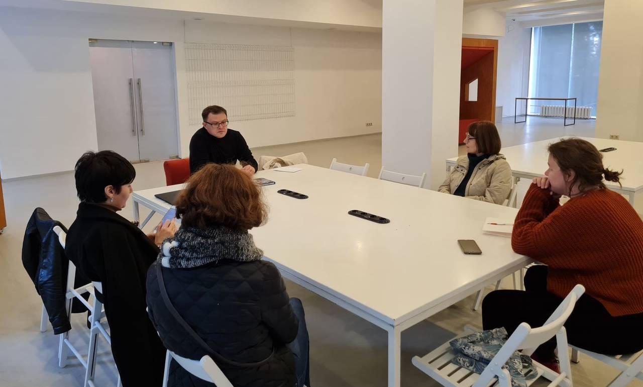 Встреча с поэтом Глебом Шульпяковым прошла в Доме творчества «Переделкино»