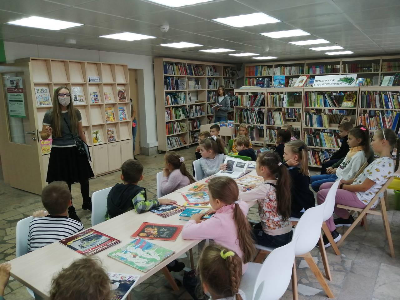 Представители библиотеки №259 в Московском провели награждение