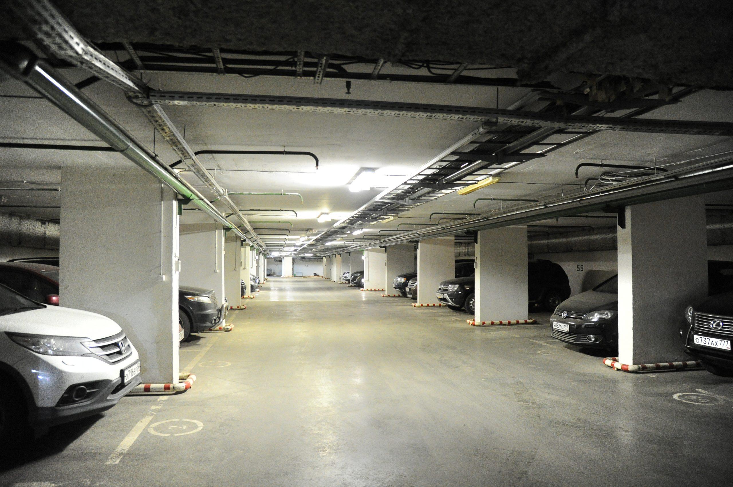 Москвичи арендовали более 170 машино-мест домовых паркингов