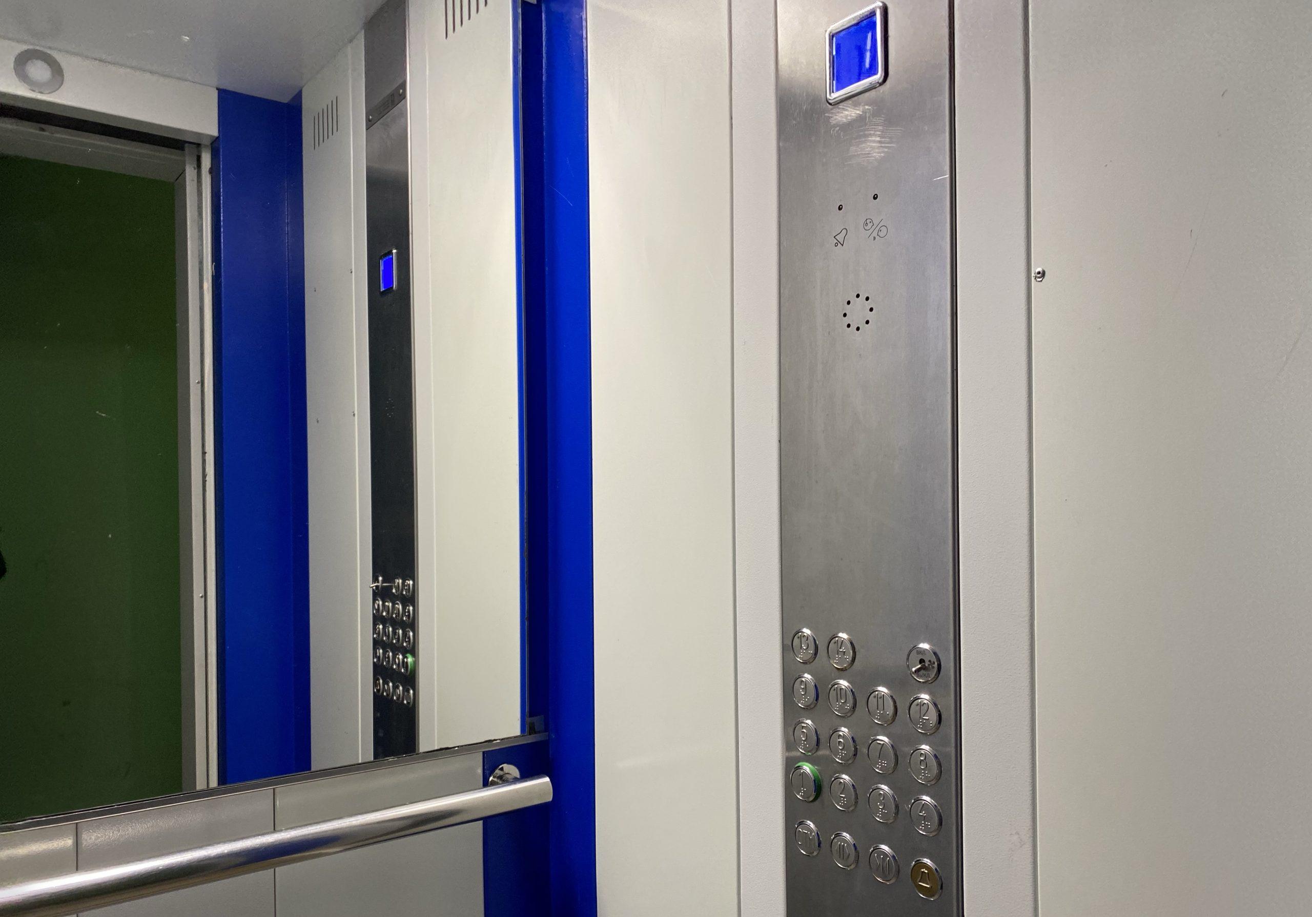 Более двух тысяч лифтовых кабин заменили в столице с начала этого года