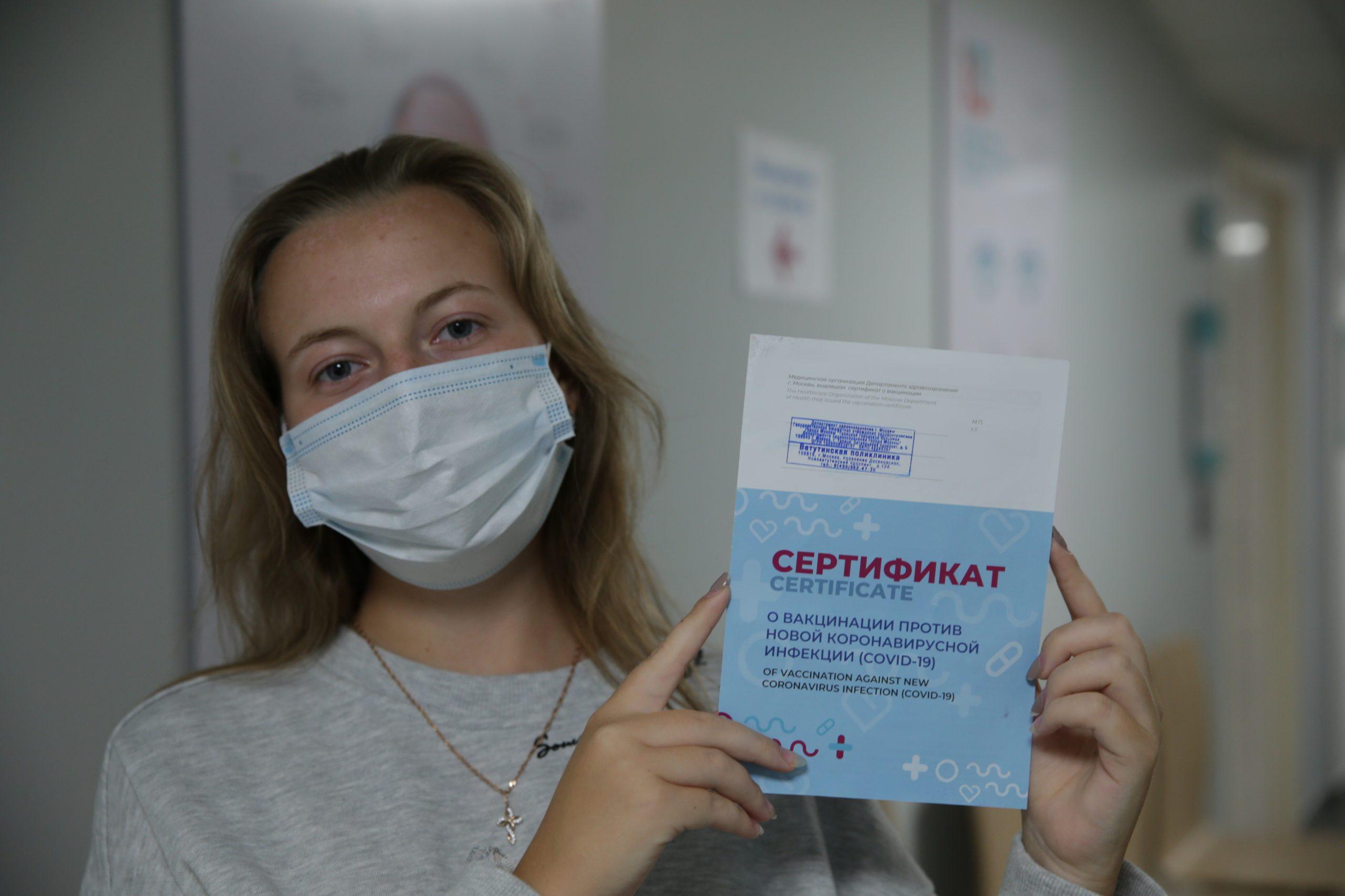 Участвующие в вакцинации москвичей медики будут получать стимулирующие выплаты