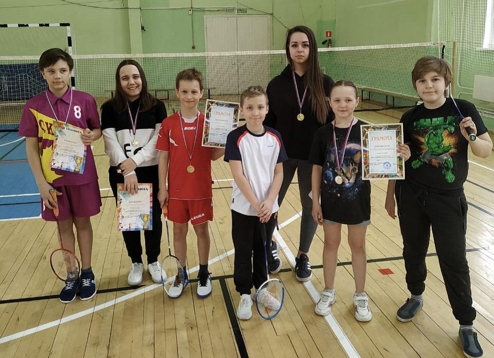 Юные спортсмены из Кленовского подготовились к соревнованиям по бадминтону