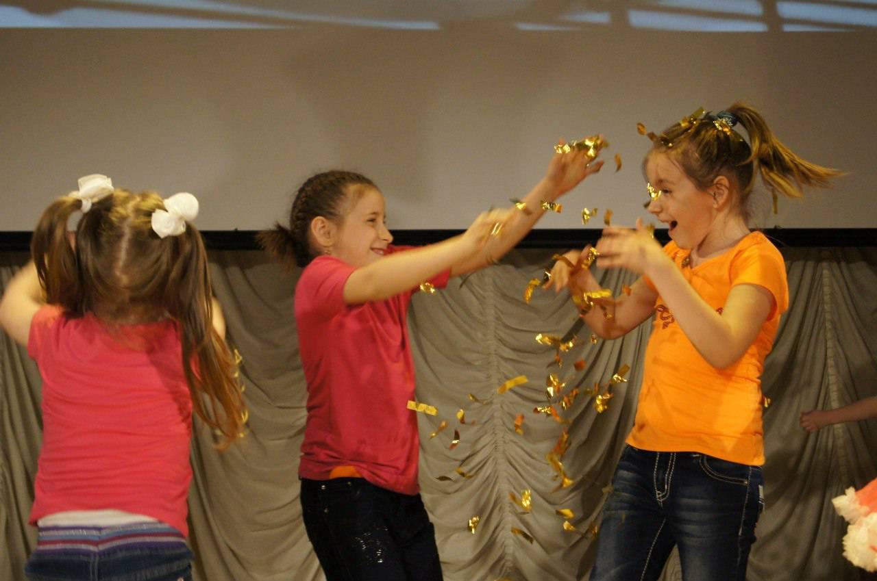 Театрализованная игровая программа состоялась в Доме культуры «Десна» поселения Рязановское