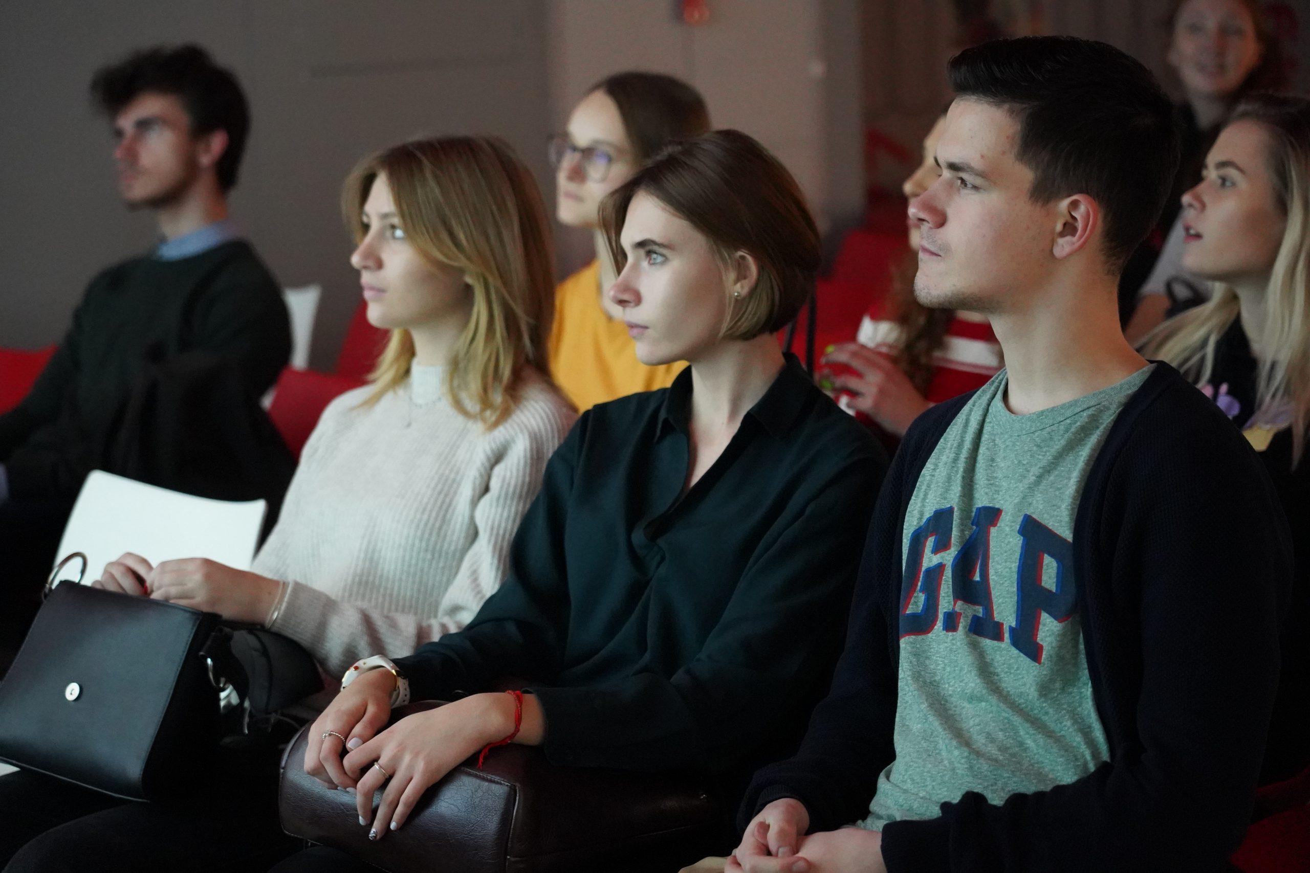 Представители библиотеки №261 поселения Сосенское провели кинопросмотр и встречу с режиссером