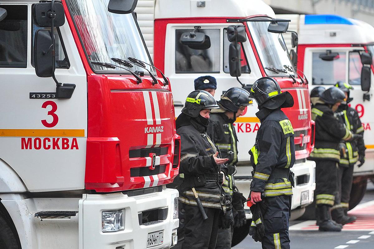 Крупный пожар на складе в Мосрентгене локализовали