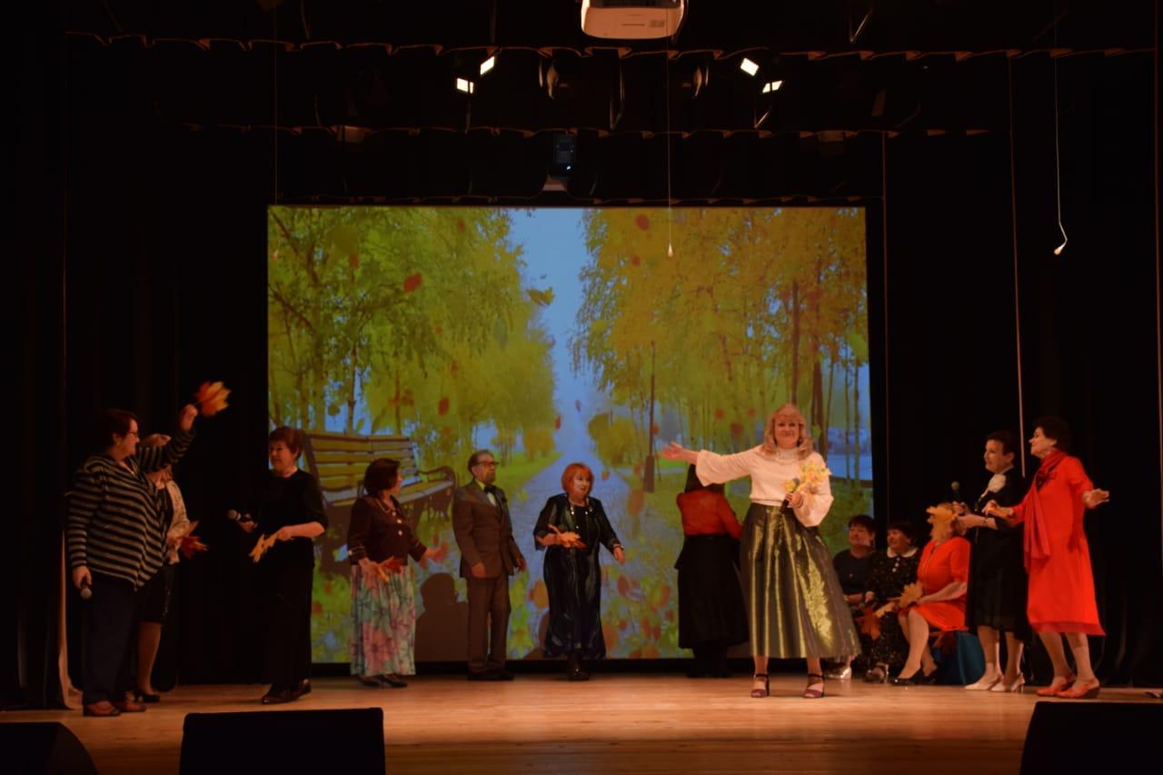 Сотрудники Дома культуры «Первомайское» организовали концерт в честь Дня старшего поколения