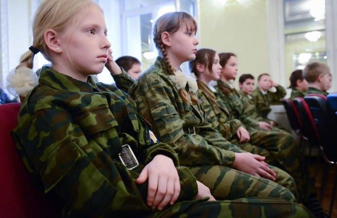 Поисковики военно-патриотического объединения «Нарский рубеж» провели «Урок мужества» для кадетского класса школы №2073 в Роговском