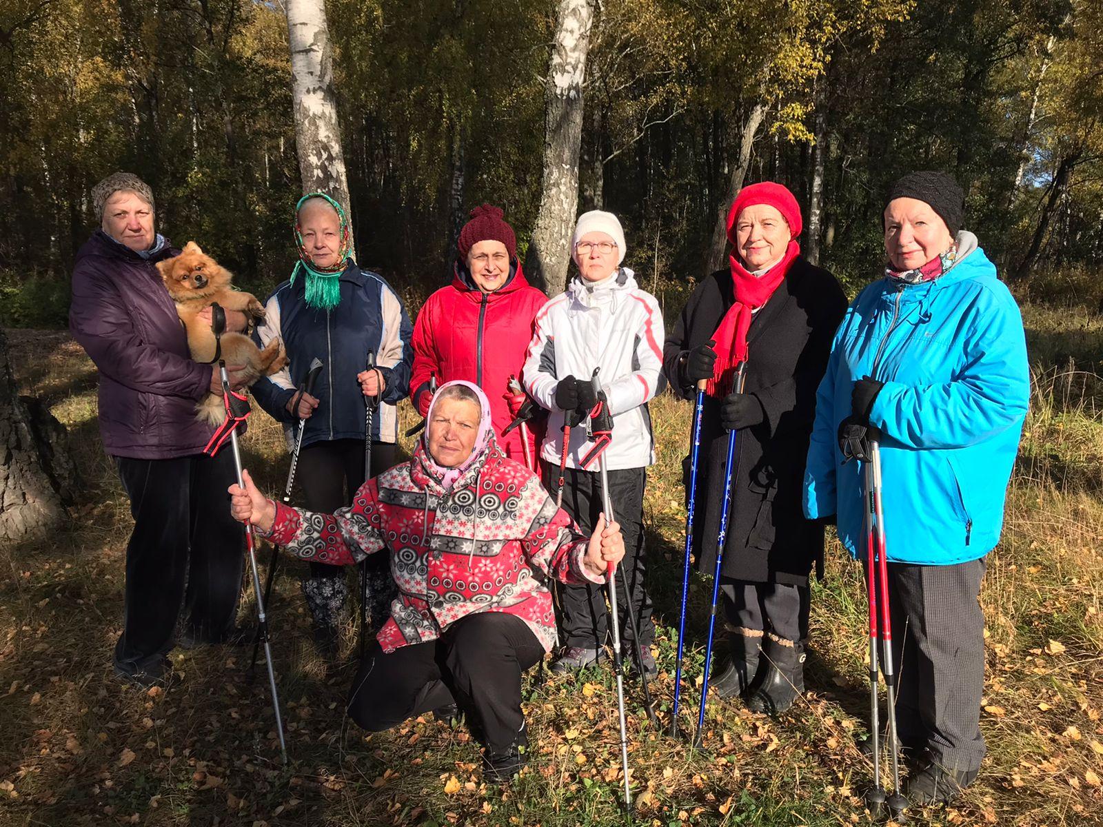 Занятие по скандинавской ходьбе провели для жителей поселения Роговское