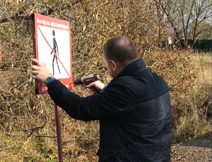 Работы по сезонной замене знаков безопасности на водных объектах стартовали в Краснопахорском