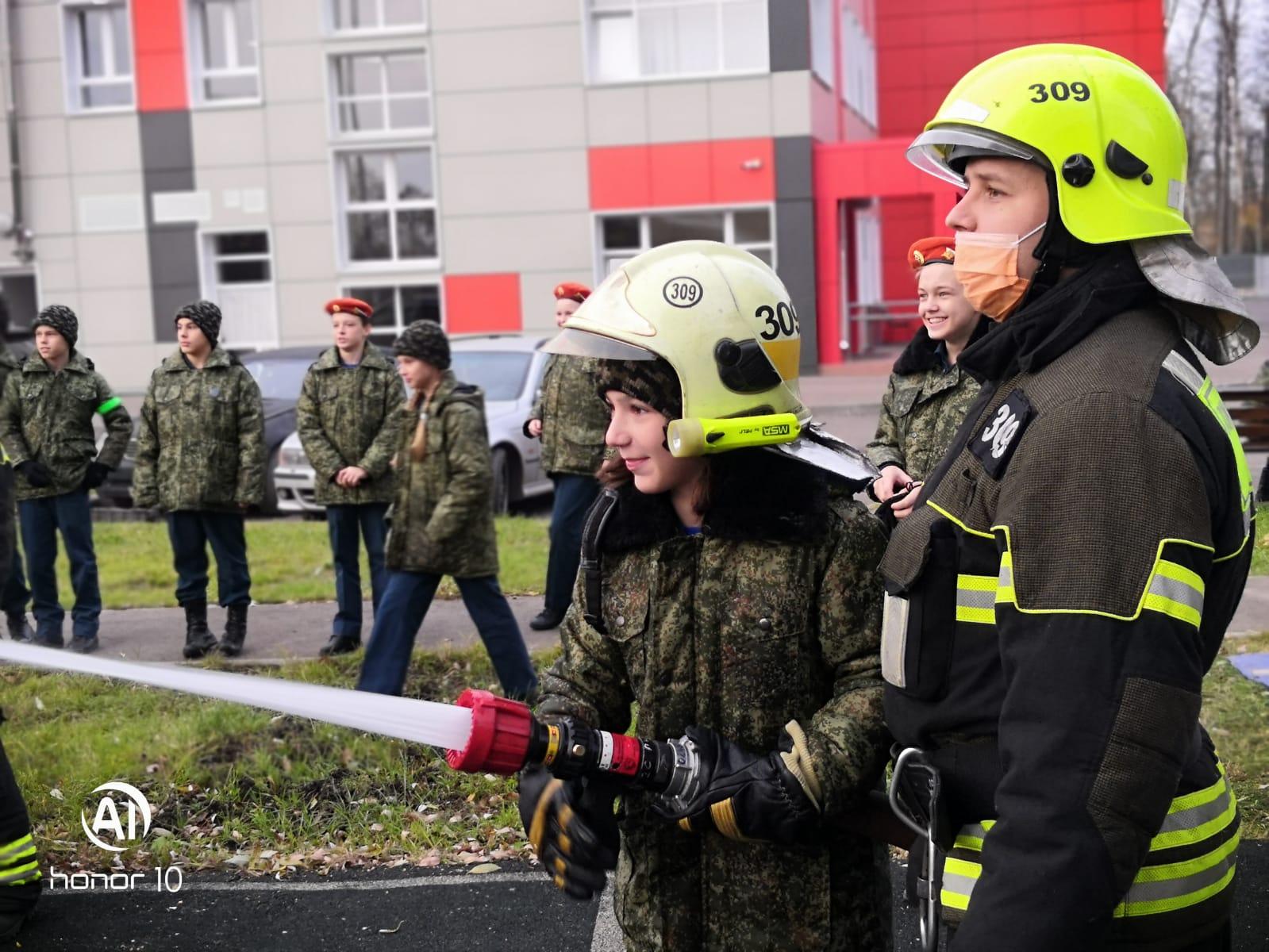 Московские школьники познакомились с историей гражданской обороны и узнали, как себя вести при пожаре