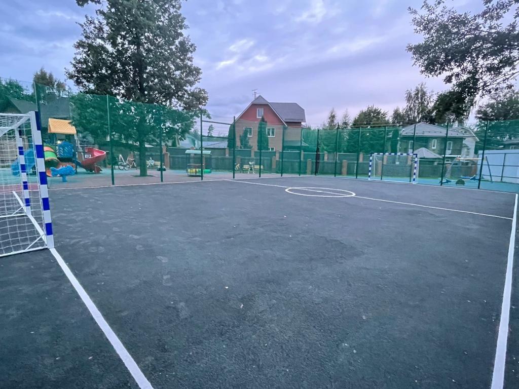 Универсальная спортивная площадка появилась в Десеновском
