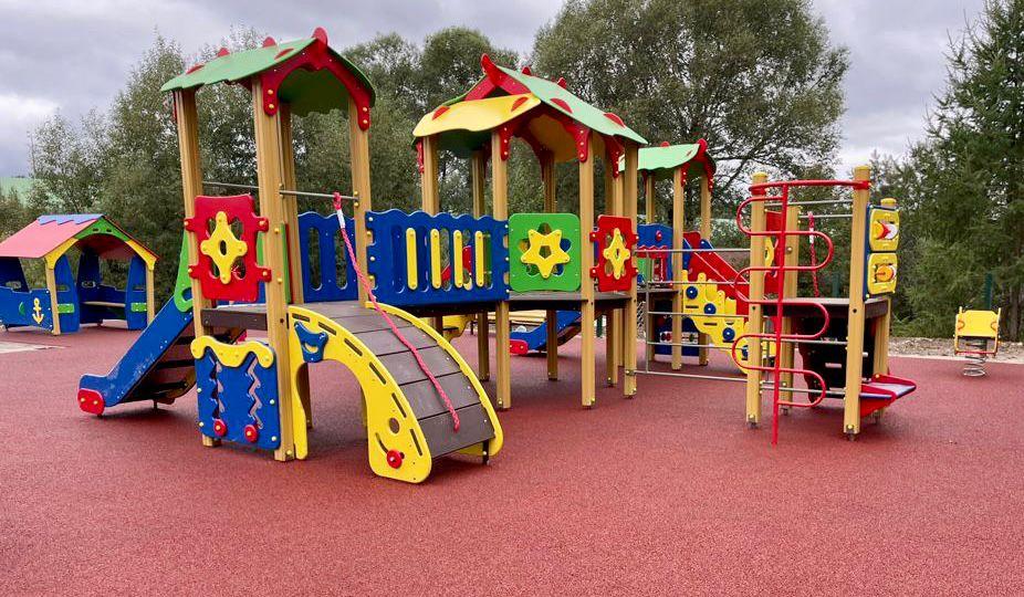 Новую детскую площадку сдали в эксплуатацию в Десеновском